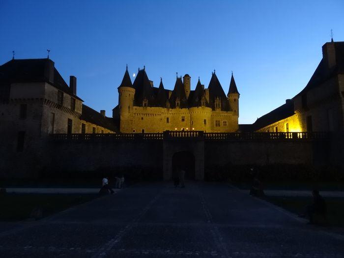 Château de Jumilhac, dans le Périgord vert, à la tombée de la nuit