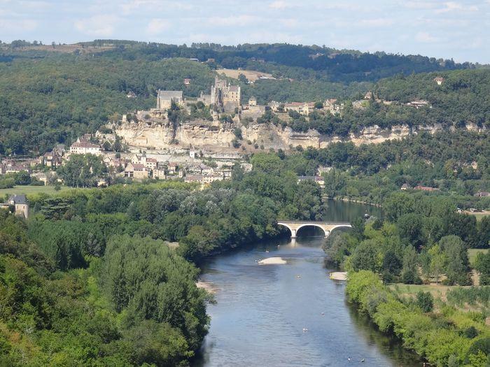 Vue du château de Beynac, surplombant la Dordogne